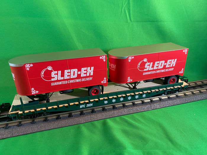 "Lionel 2026662 - 50' Flatcar ""North Pole Central / Sled Ex"" w/ 20' Trailers #2025"