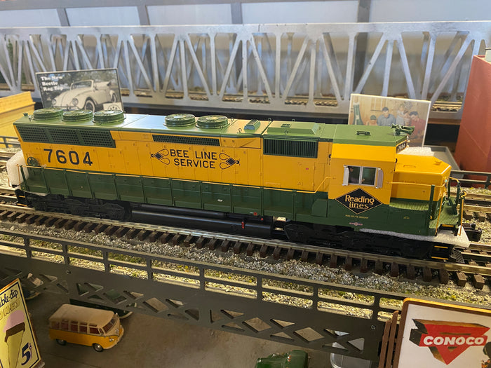 "MTH 20-21422-1 - SD45 Low Hood Diesel Engine ""Reading"" w/ PS3 #7604 (Hi-Rail Wheels)"