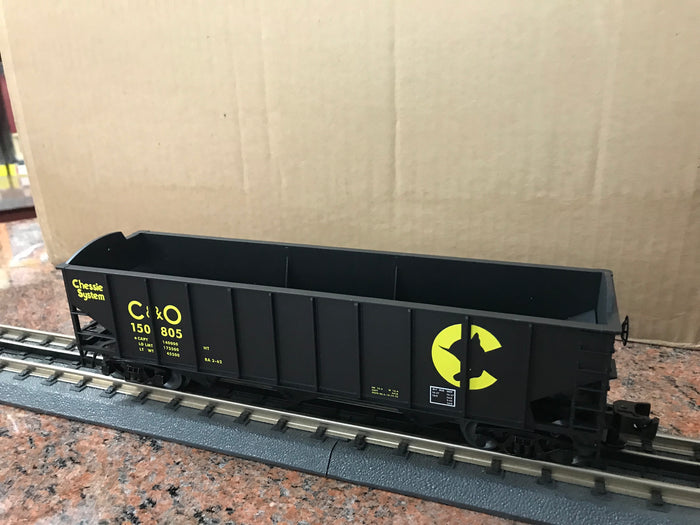 "Lionel 3-16110 - LionScale - 3-Bay 9-Panel Hopper ""Chessie System"" (6-Car)"