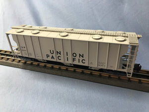 "Atlas O 2002512 - Trainman - 3-Bay PS-2 Covered Hopper ""Union Pacific"""