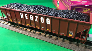 "MTH 20-97904 - 4-Bay Hopper Car ""Herzog Rail Services"" w/ Coal Load"