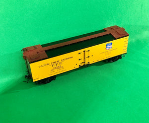 "MTH HO 80-94066 - R40-2 Woodside Reefer Car ""Pacific Fruit Express"""