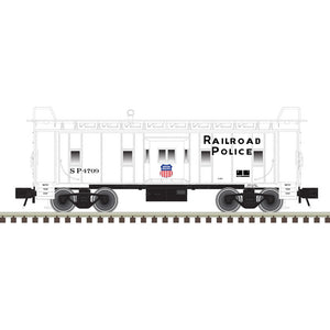 "Atlas O 2001876 - Trainman - Bay Window Caboose ""Union Pacific"" (Railroad Police) - 2 Rail"