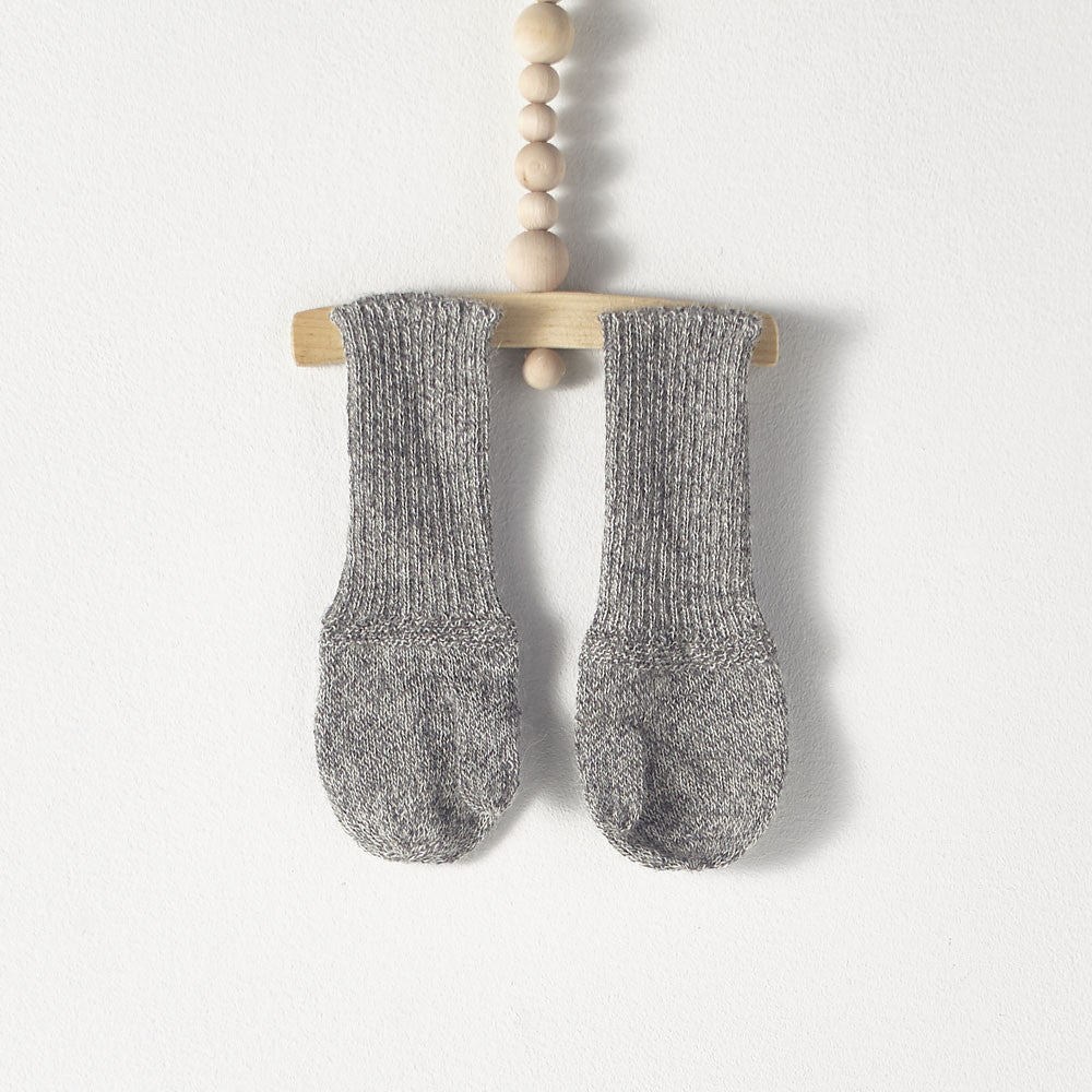 Bacabuche Long Cuff Alpaca Mittens in Charcoal Grey Heather | BIEN BIEN