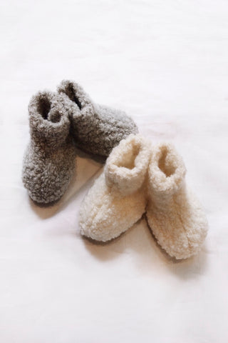Makié Wool Newborn Baby Booties in Cream  | BIEN BIEN