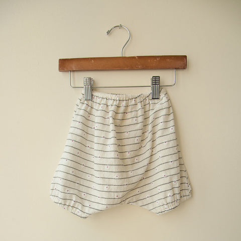 boy+girl Baby Girl Poppy Bloomer in Cream Daisy | BIEN BIEN