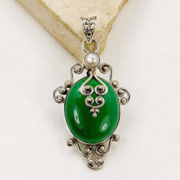 'Queen of Forest' Green Onyx Pearl Sterling Silver Pendant