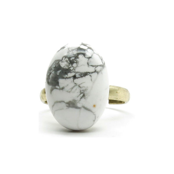 Howlite Ring 03 Gold Plated White Gray Oval Stone (Size 7.5-8.5)