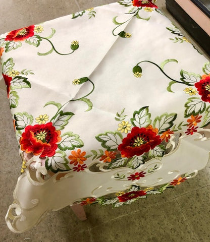Poppies on Ivory Table Topper