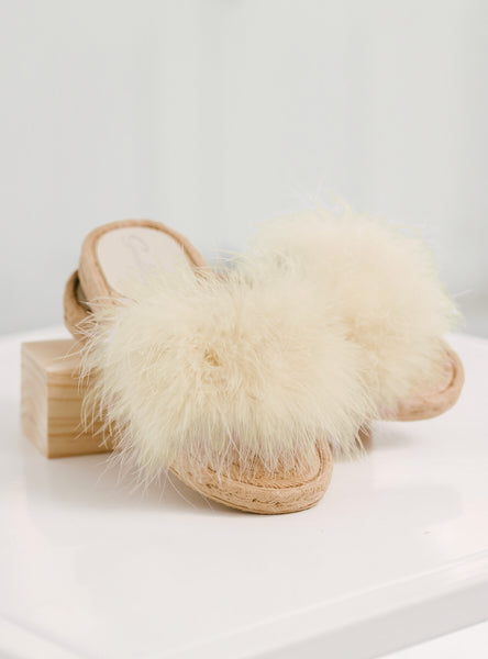 Fluffy Slippers in Natural