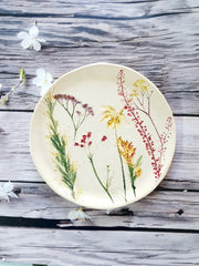 plate with real flowers