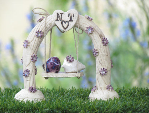 Swing wedding cake topper A pair of ceramic love birds swings under their love tree