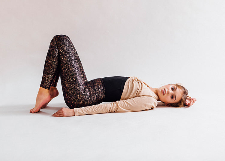 Yoga Tights mit Schimmerprint
