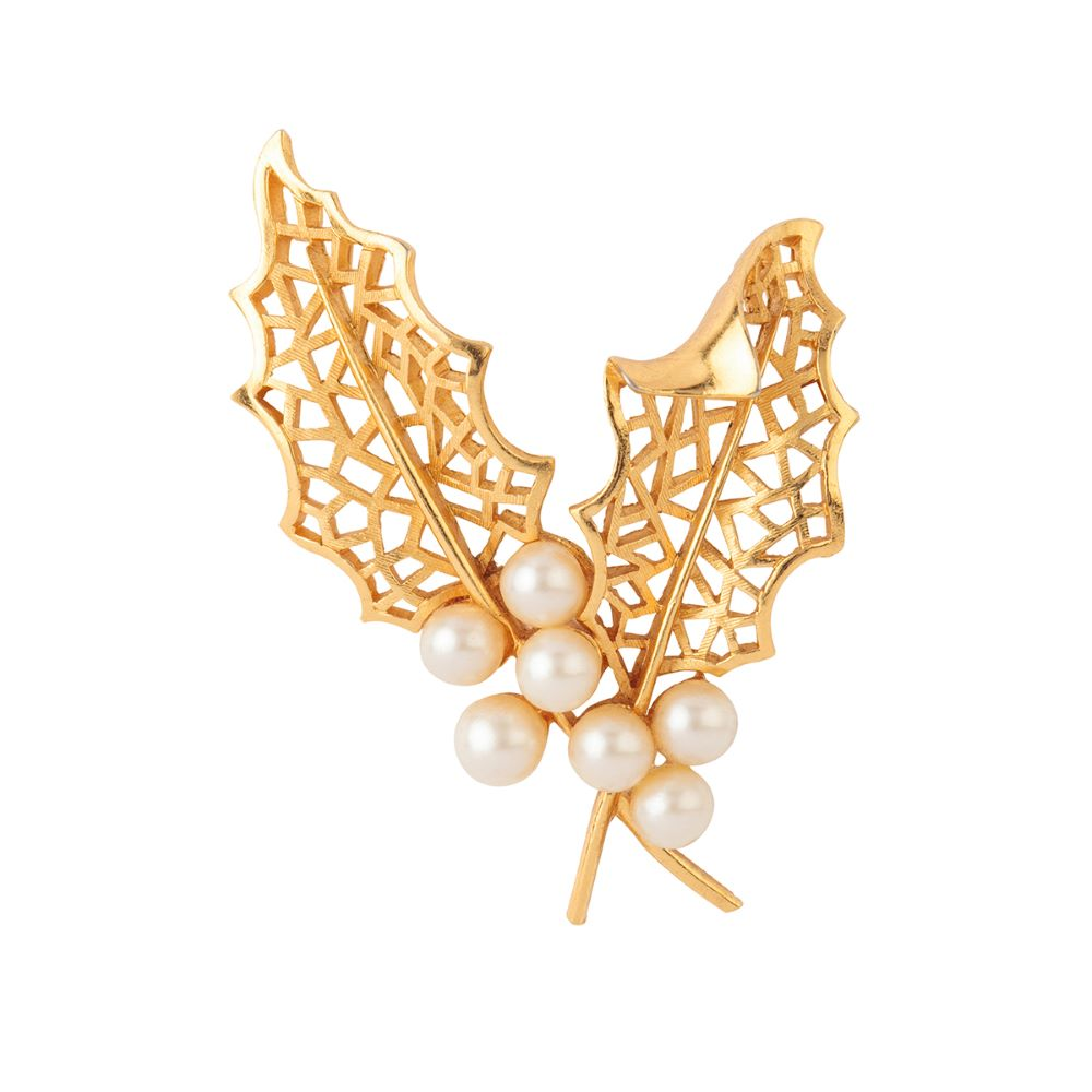 1960s Vintage Trifari Holly Leaf Brooch