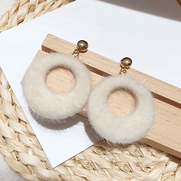 (Pre-Order) Beige Asymmetrical Earrings 4