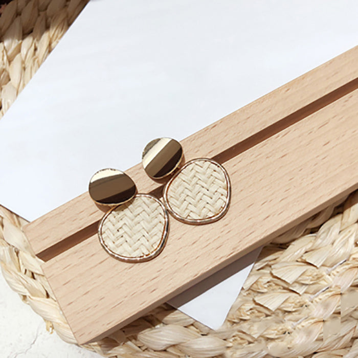 (Pre-Order) Beige Asymmetrical Earrings 7