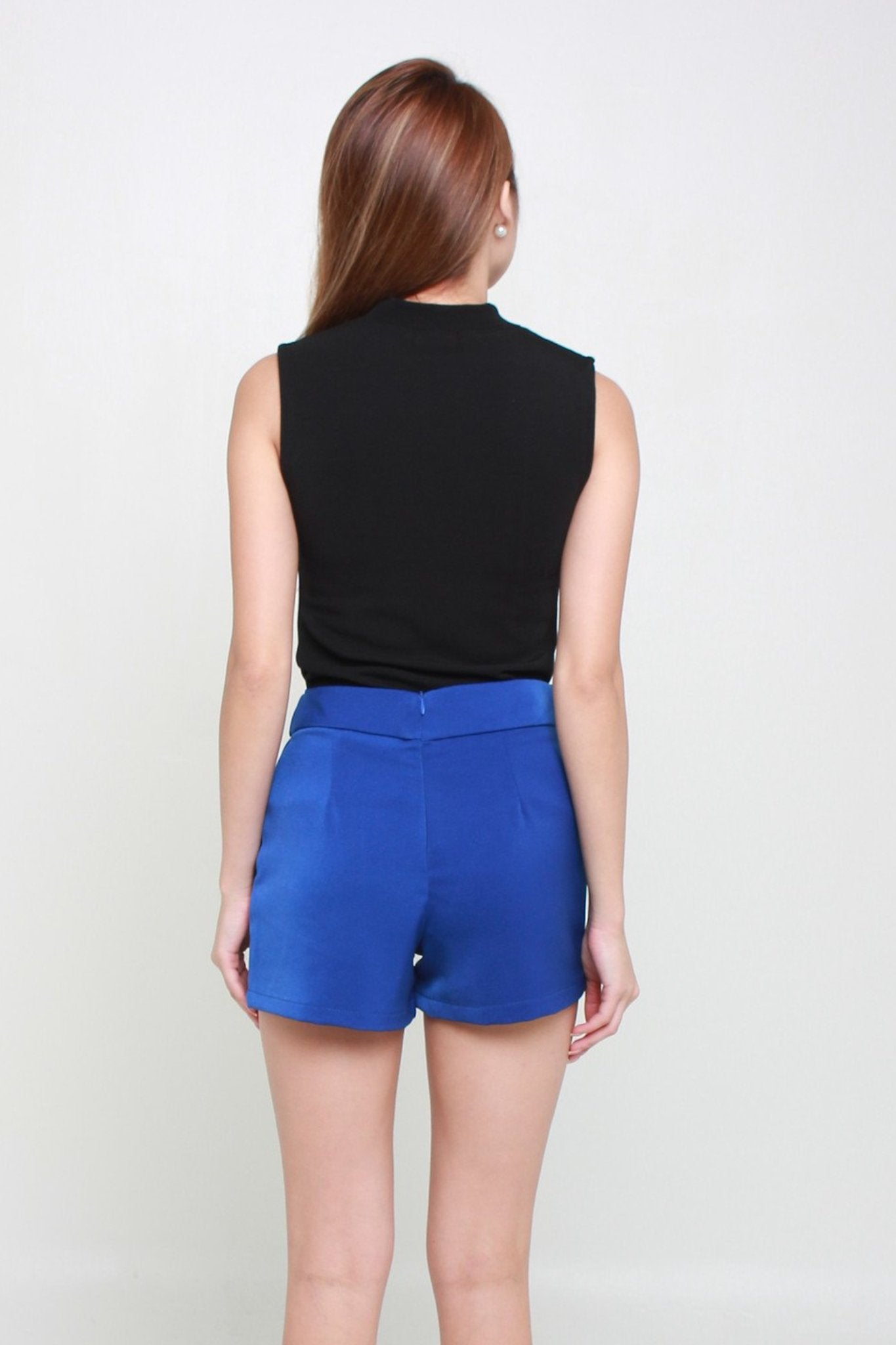 Basic Shorts With Pockets In Electric Blue
