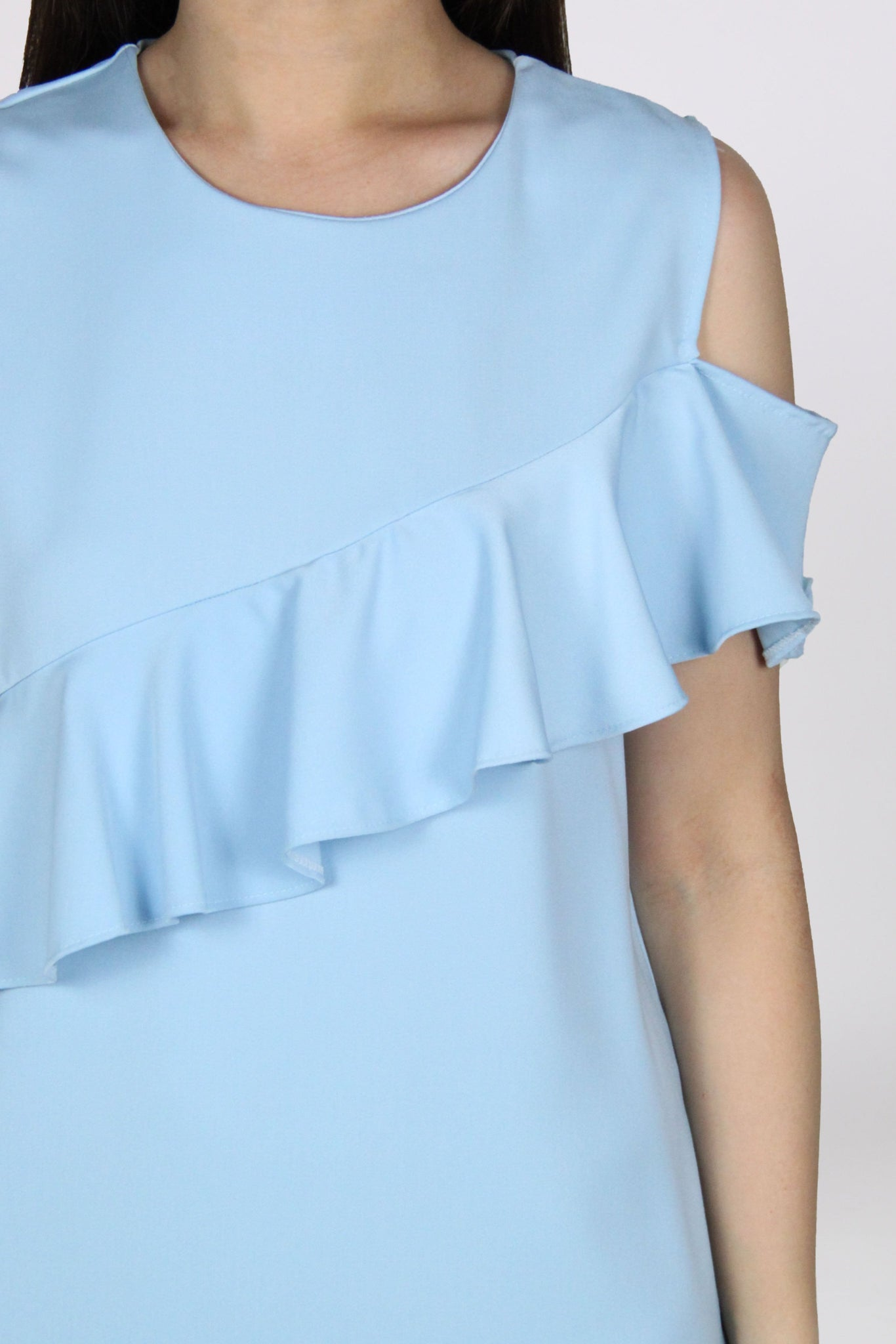 Single Cold Shoulder Ruffles Shift Dress in Light Blue