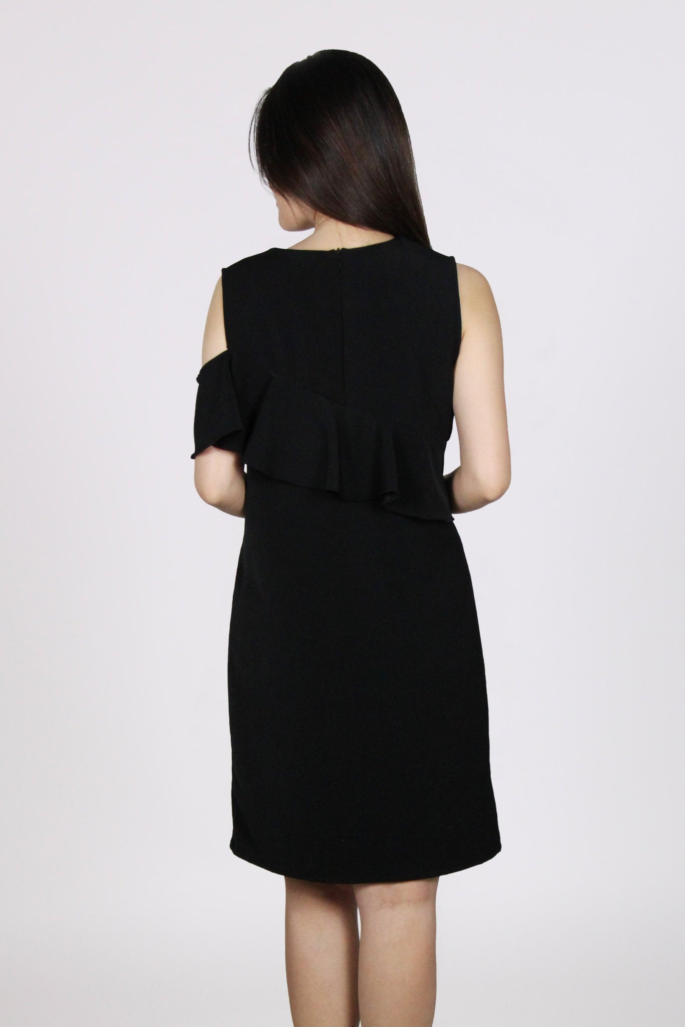 Single Cold Shoulder Ruffles Shift Dress in Black