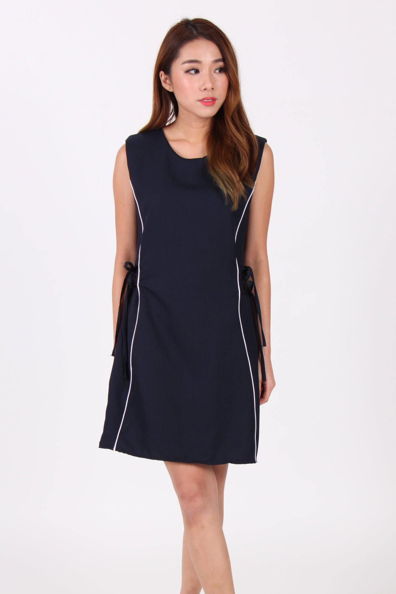 Sleeveless Contrast Ribbon Side Shift Dress in Navy Blue