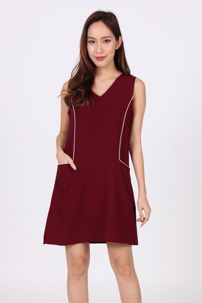 Contrast Front Pockets Shift Dress in Maroon