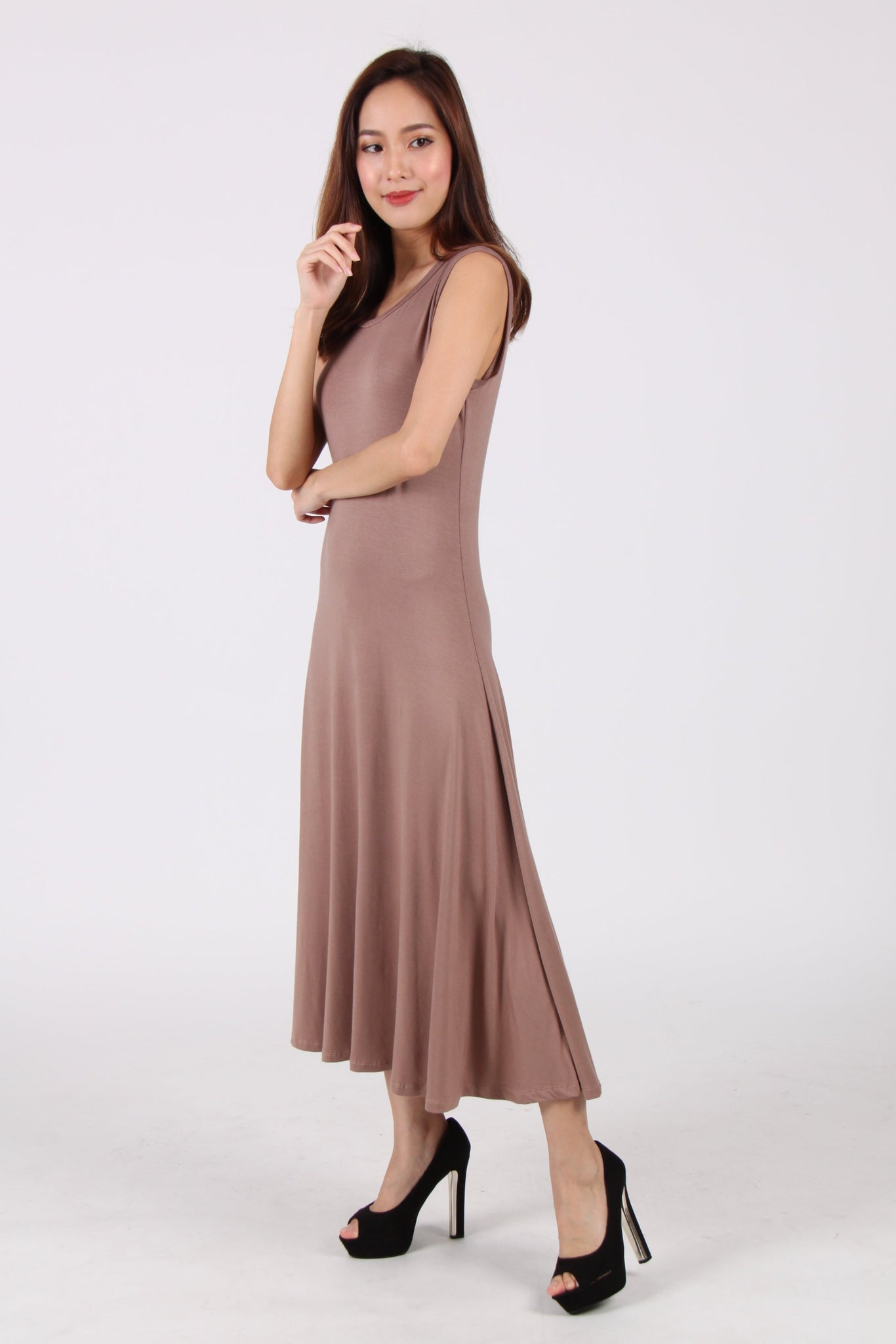 Sleeveless Flare Maxi Dress In Cocoa