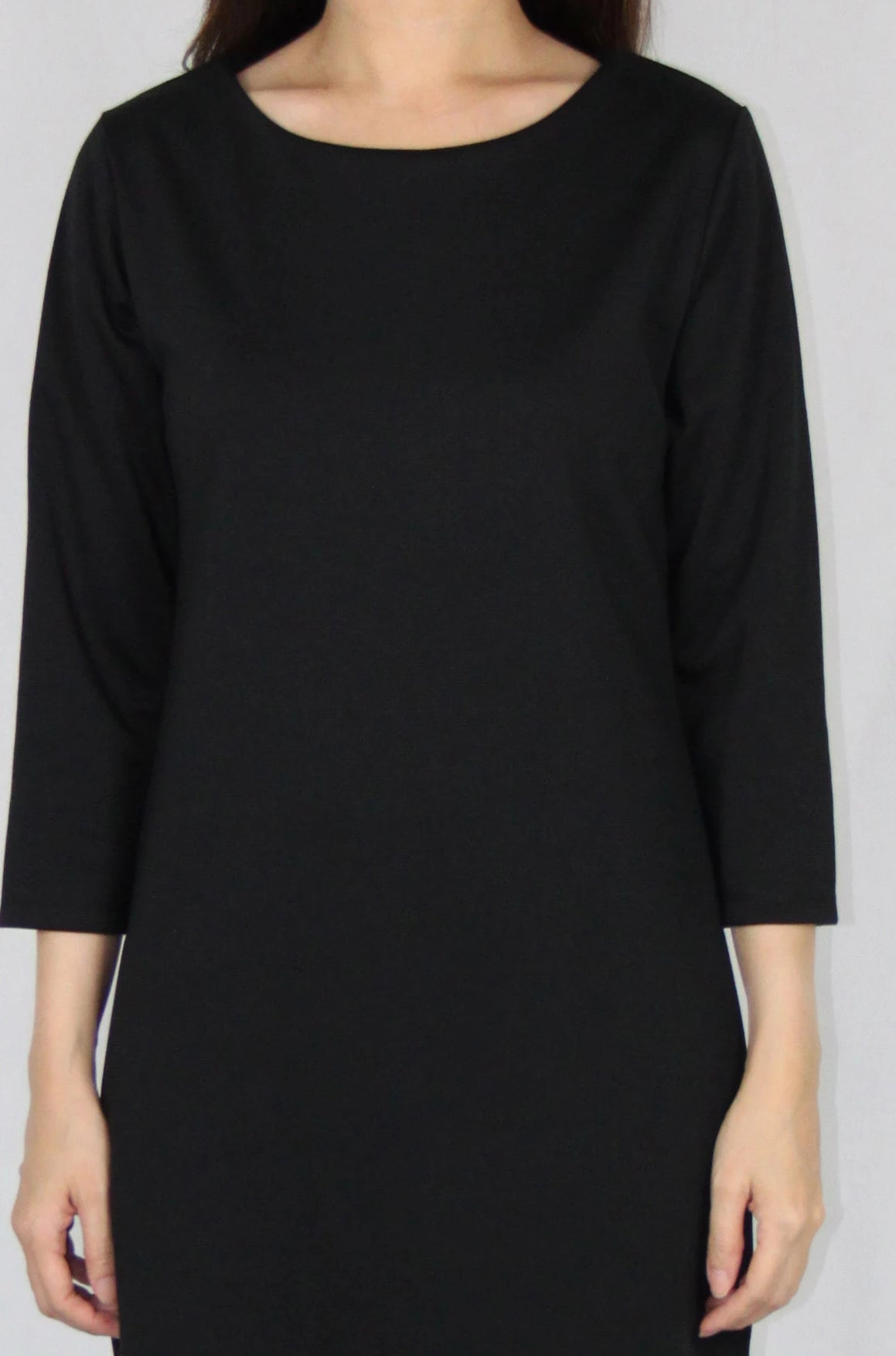 Basic Quarter Sleeve Loose Fit Dress in Black