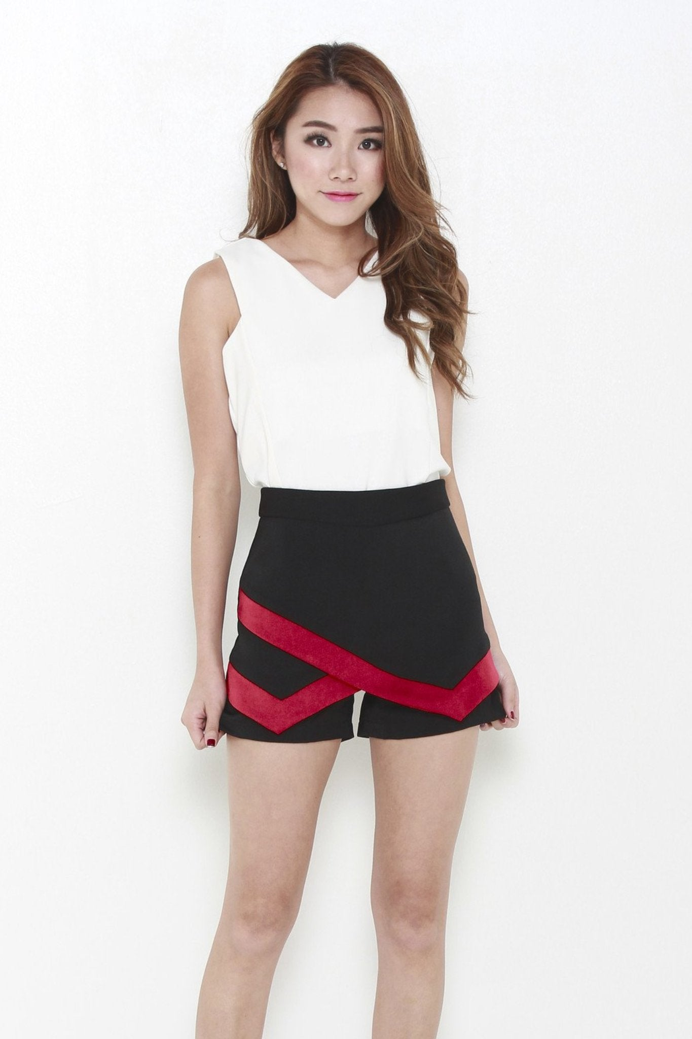 Pointed Contrast Skorts In Black & Red