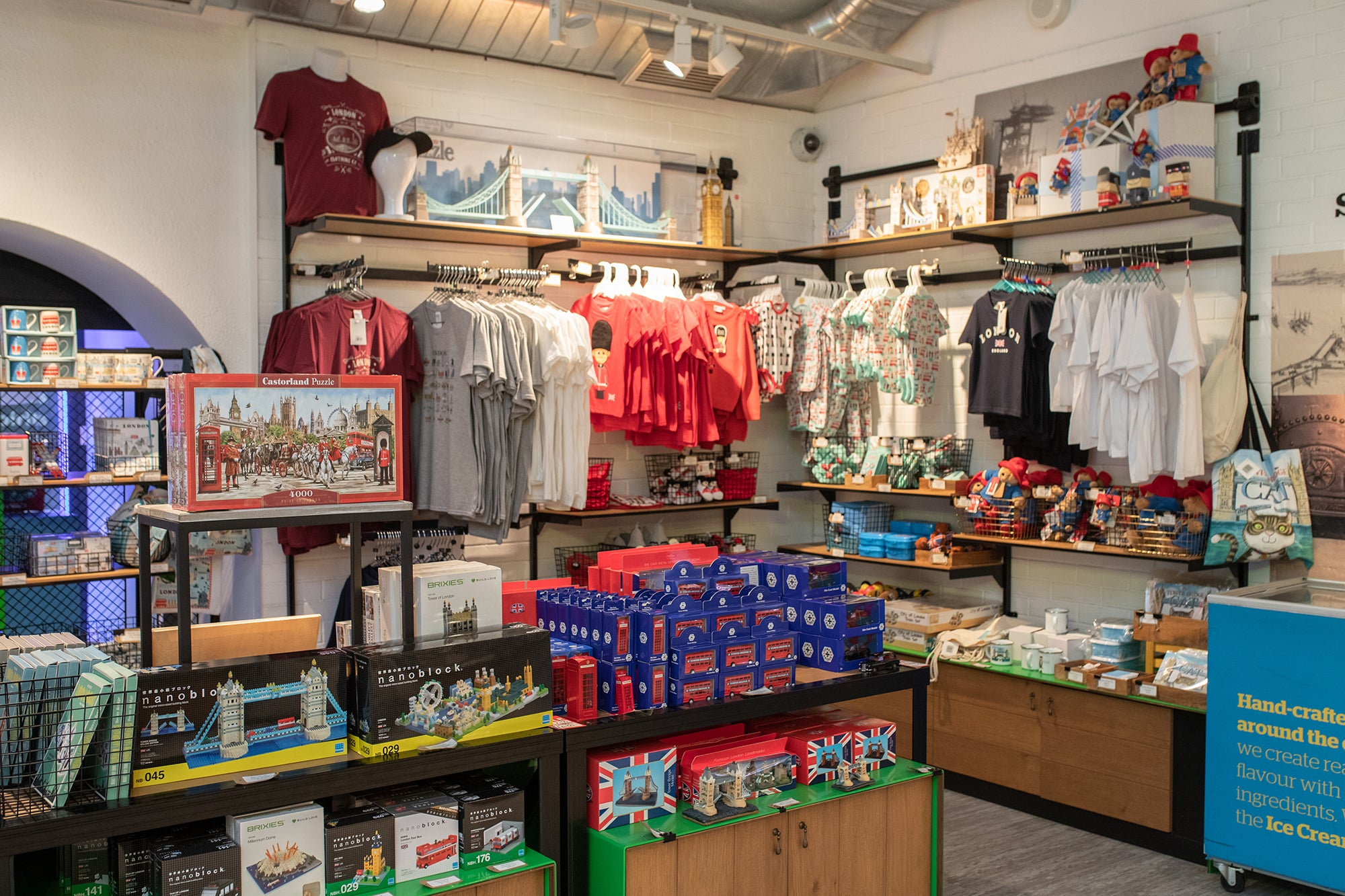 Safe and enjoyable layout at the Tower Bridge gift shop 4