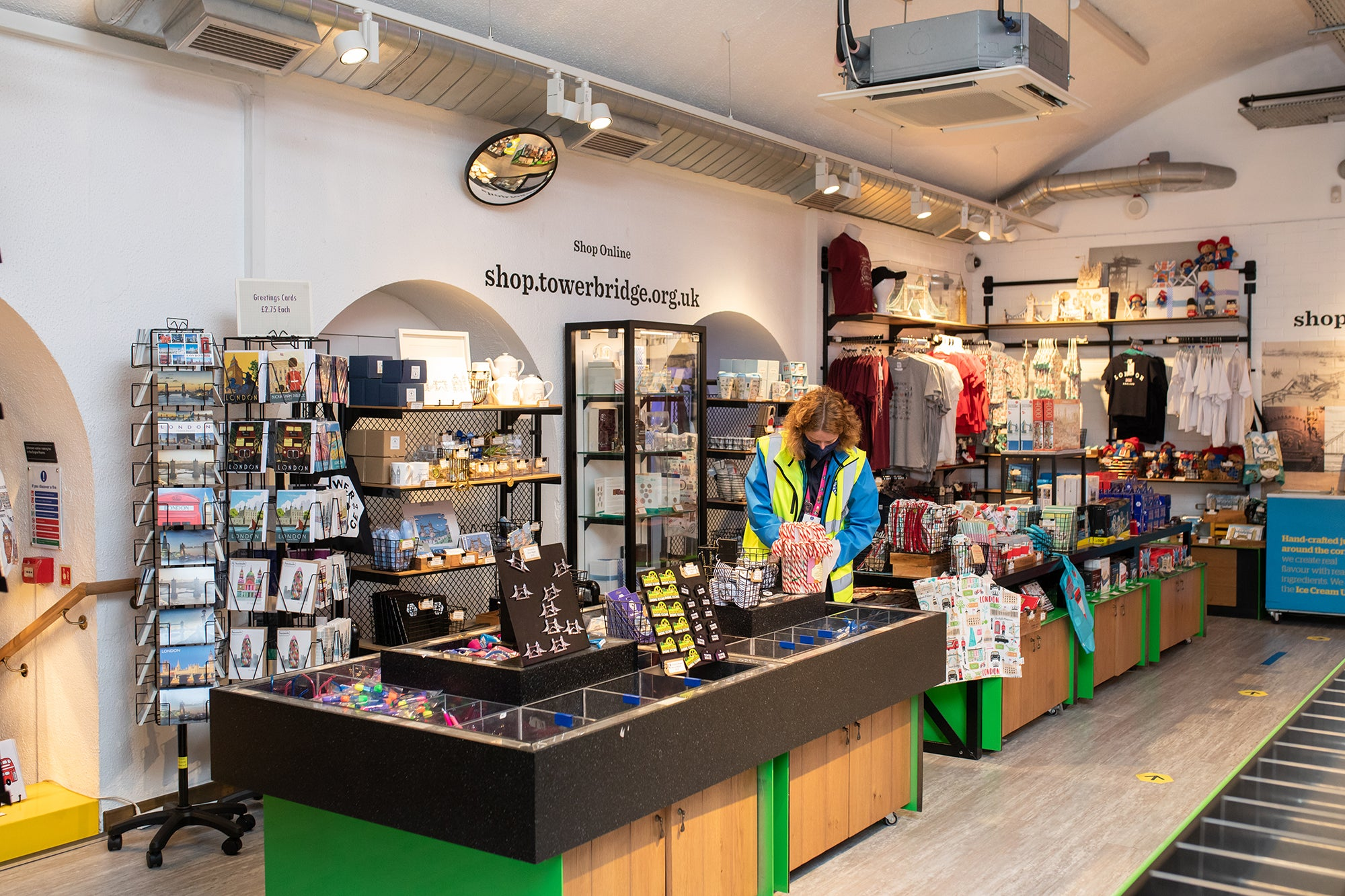 Safe and enjoyable layout at the Tower Bridge gift shop 2