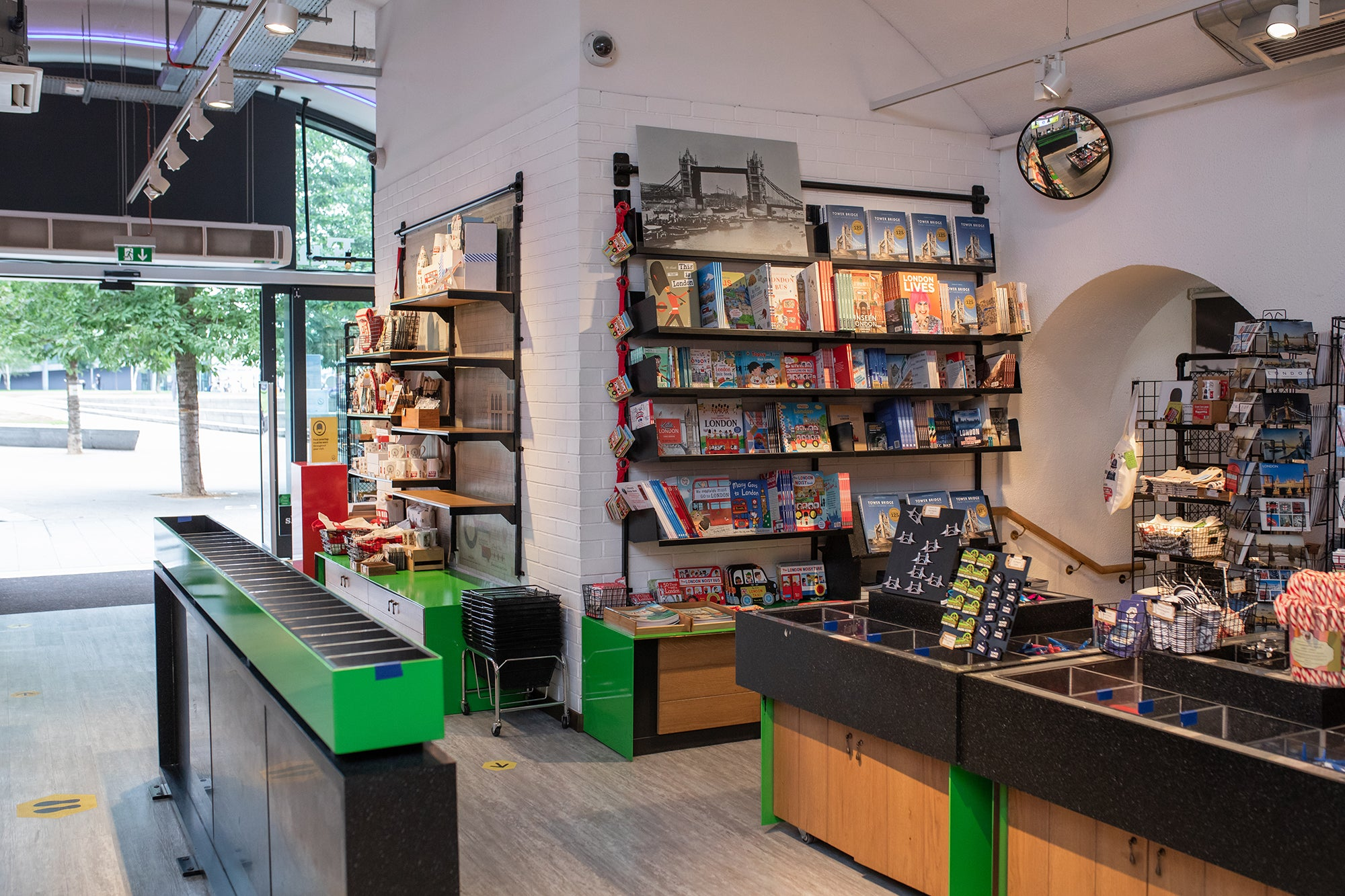 Safe and enjoyable layout at the Tower Bridge gift shop 3