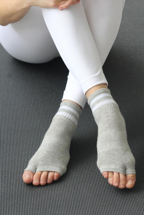 The Thompson Sock Grey, Grip Socks Lucky Honey Grip Socks