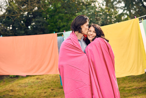 eflat sheet | electric pink | outdoor couple | bedface