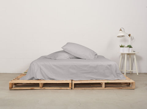 eflat sheet | feather grey | pallet bed | bedface