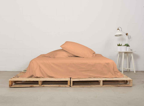 eflat sheet | peach | pallet bed | bedface