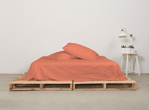 eflat sheet | sunrise coral | pallet bed | bedface