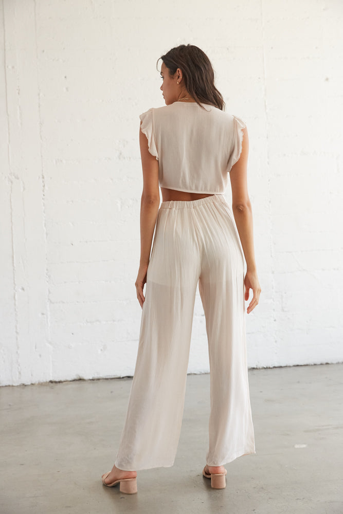 The back of this set features a relaxed flowy look.