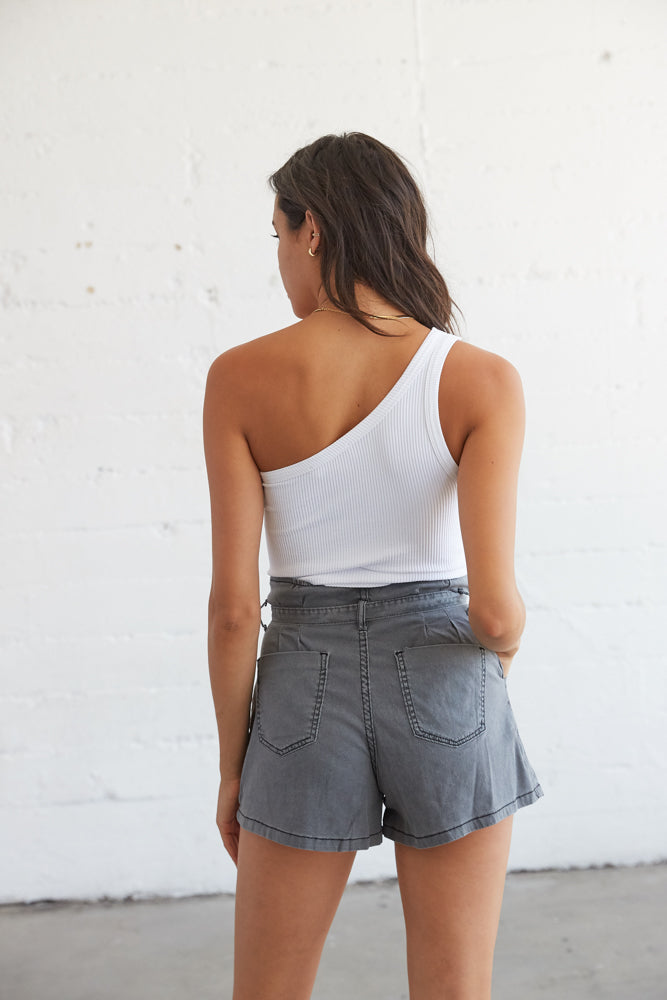 Back of the shorts have pockets.