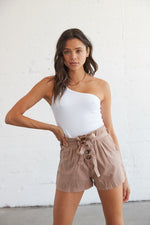 Paperbag shorts with tie belt detail.