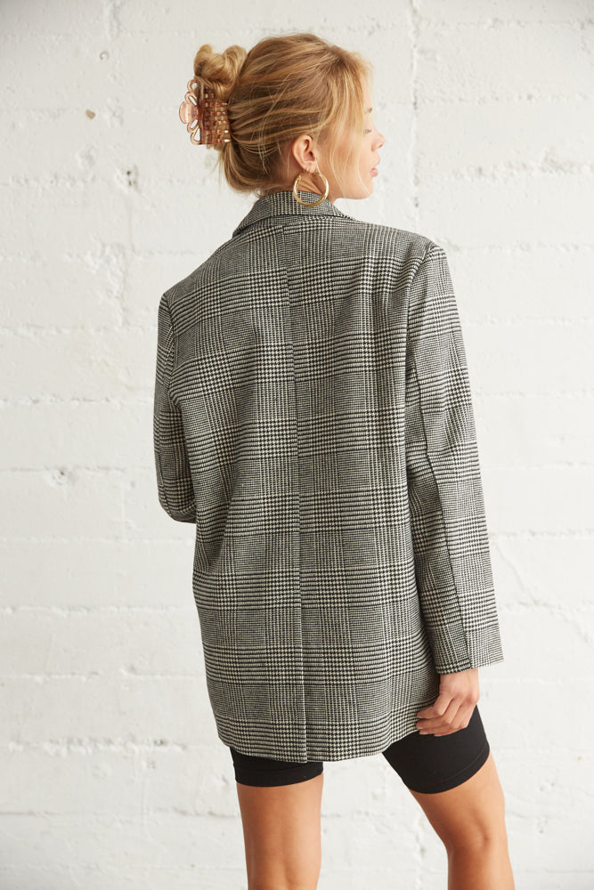 The back of this blazer has a relaxed silhouette and a back slit detail.