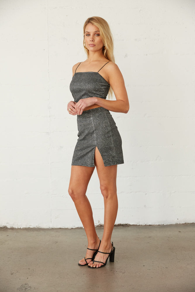 The side of this set shows of the slit on the skirt and crop tank.