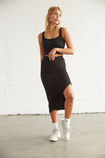 Black slit skirt with ribbed design.