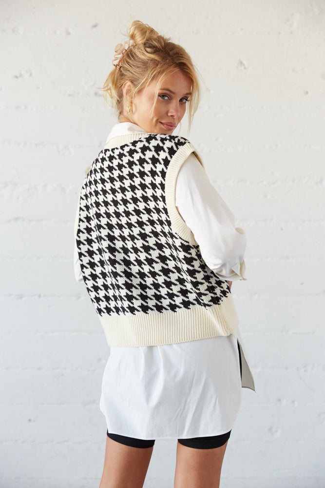 The back of this sweater vest is boxy and ribbed.