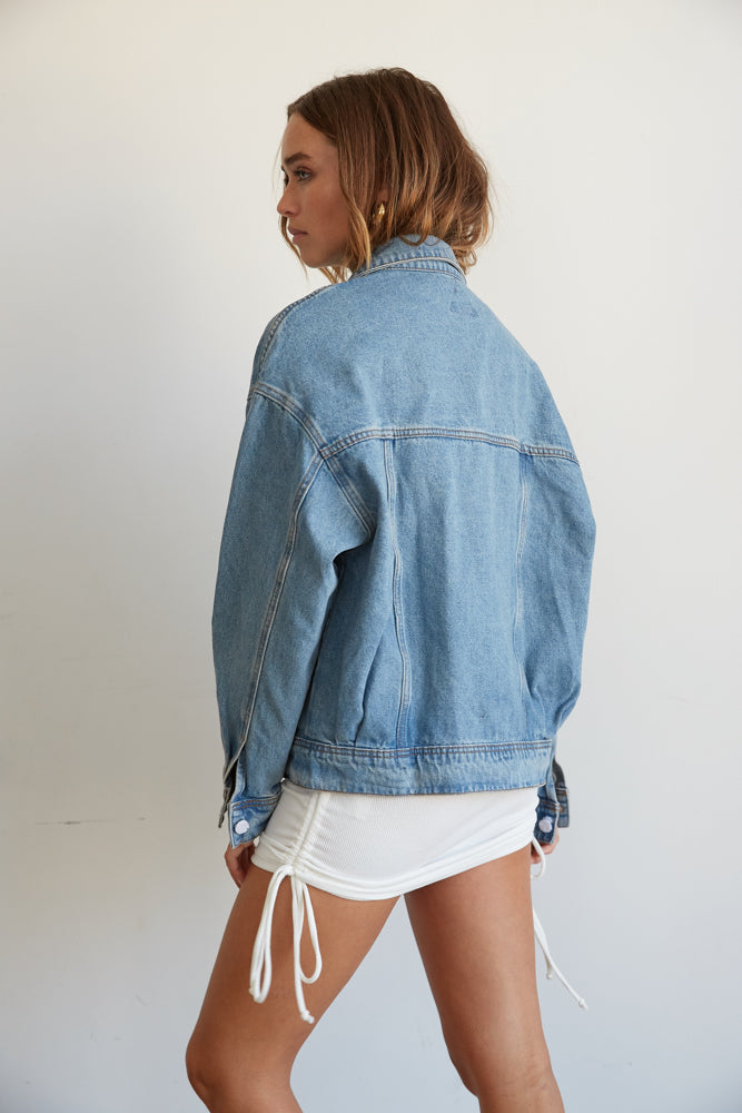 The back of this denim jacket has an oversized silhouette.
