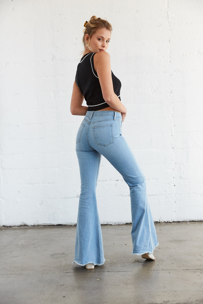 The back of these jeans are flattering with back pockets.
