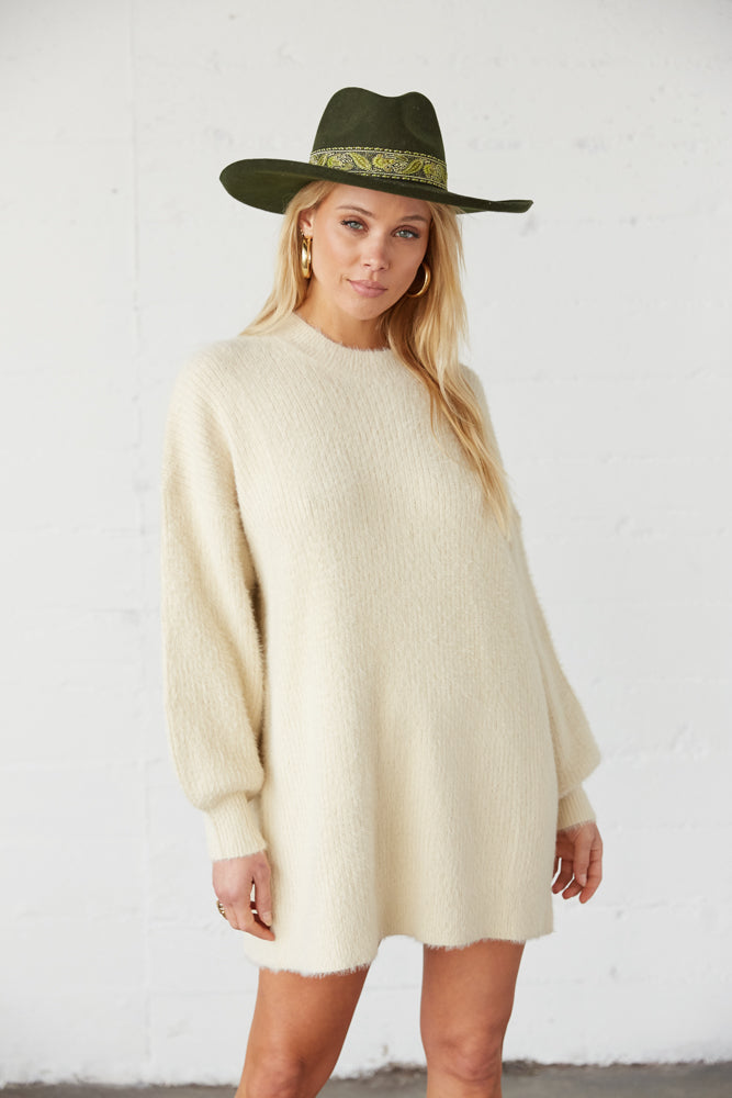 Oversized sweater with balloon sleeves.