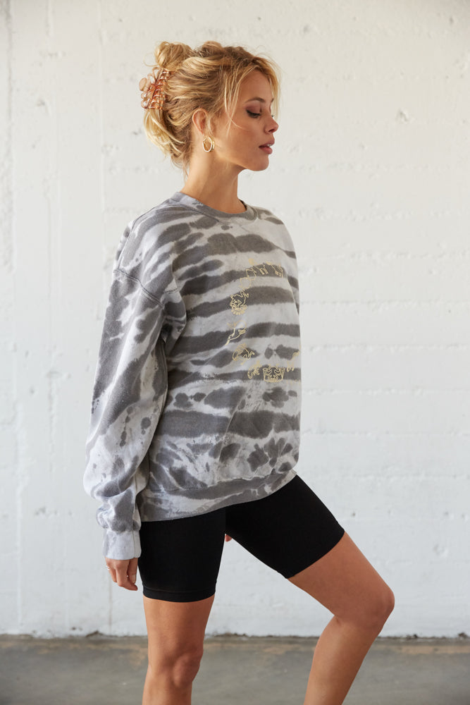 Oversized sweatshirt with a tie dye design.