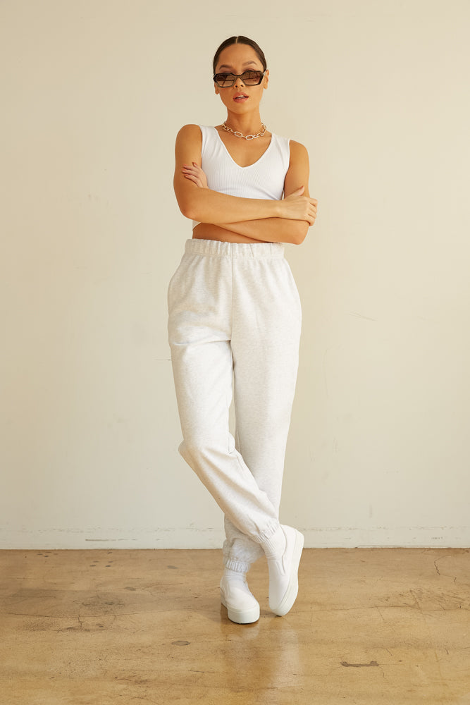 High waisted joggers with side pockets.
