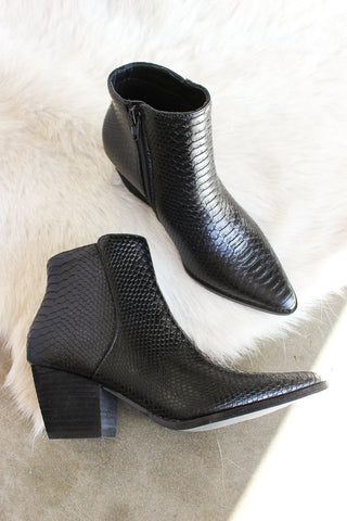 Matisse Astoria Boots In Black