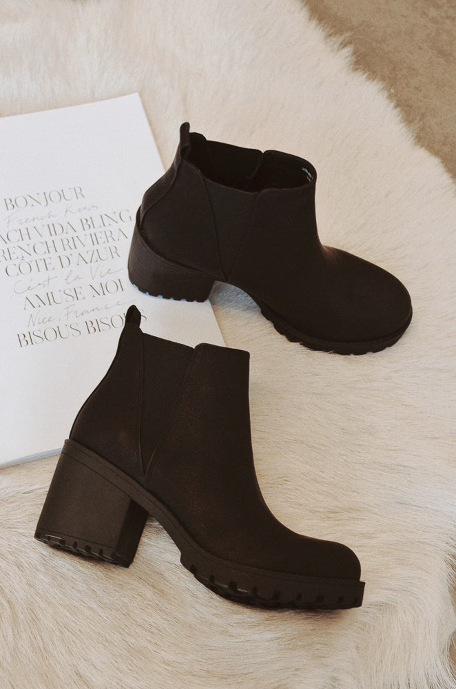 Lisbon Bootie In Smooth Black